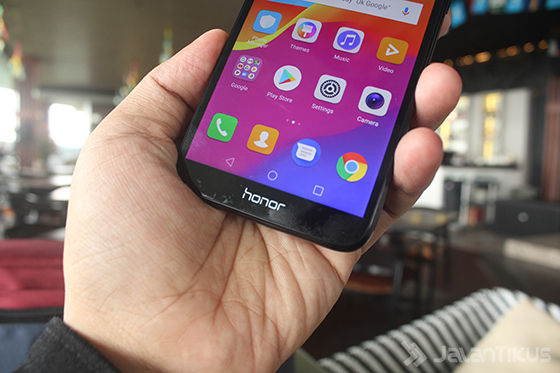 Hands On Honor 7s Indonesia 2 0f165