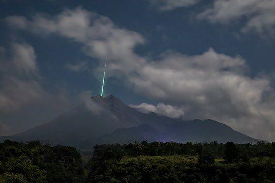 Meteorit Jatuh Di Bumi F29ad