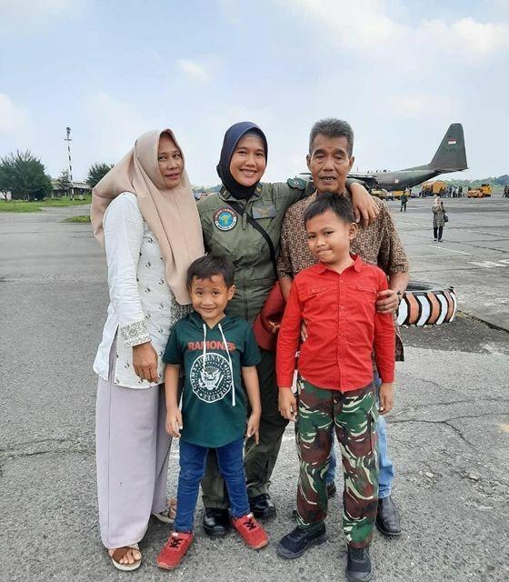 Bangga Putri Penjual Jagung Bakar Ini Jadi Pilot Wanita Pertama Tni Ad A474a E1a52