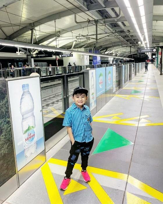 Ichal Di Stasiun MRT Fda48