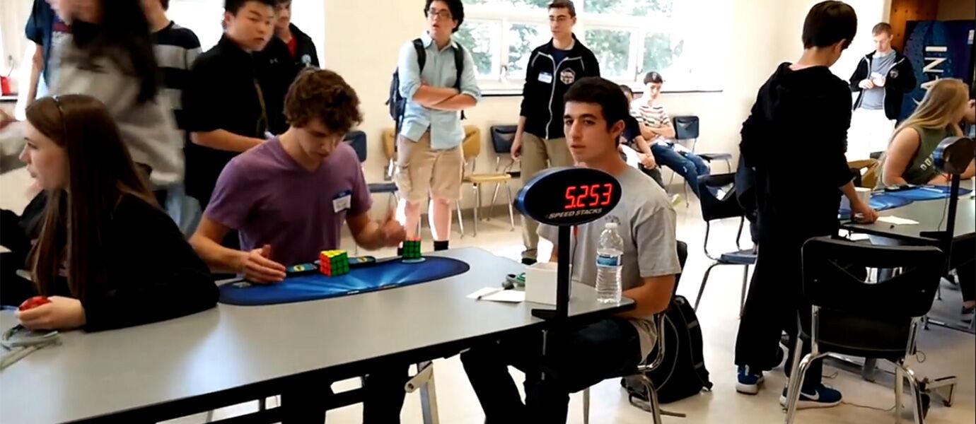 Pemuda Ini Pecahkan Rekor Rubic Cube Dalam 5,2 Detik!