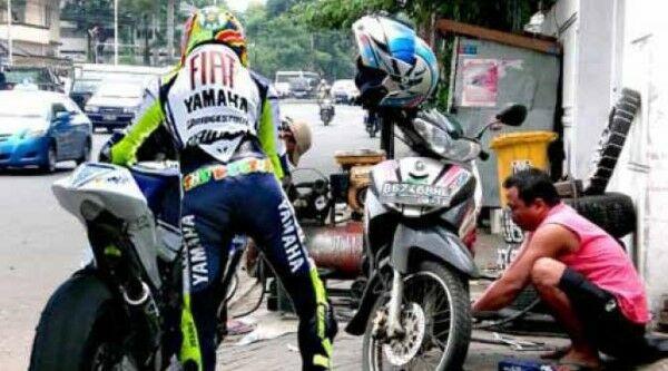 Ngakak Online 10 Meme Moto Gp Ini Bisa Bikin Motor Nyusruk 7 Fad8f