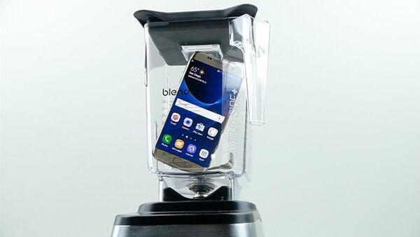 Video Apakah Samsung Galaxy S7 Edge Masih Hidup Setelah Diblender 1
