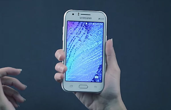 Samsung Galaxy J1 Tangan
