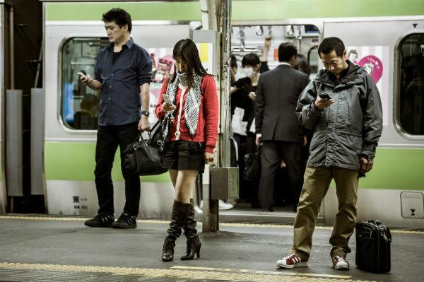Kebiasaan Unik Pengguna Smartphone Di Jepang