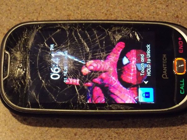 Layar Smartphone Retak 23