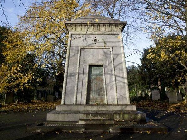 London S Time Traveling Tomb Fb6aa