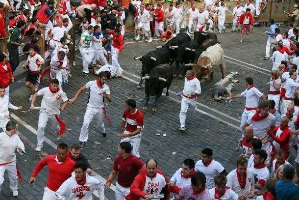 Running Of Bulls 610x407 Picsay Eea38