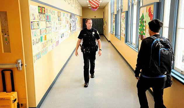 Absen Pake Fingerprint Di Sekolah 4
