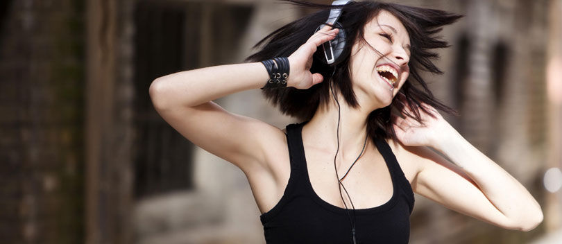 AWAS! Inilah Bahaya Penggunaan Headphone Secara Berlebihan