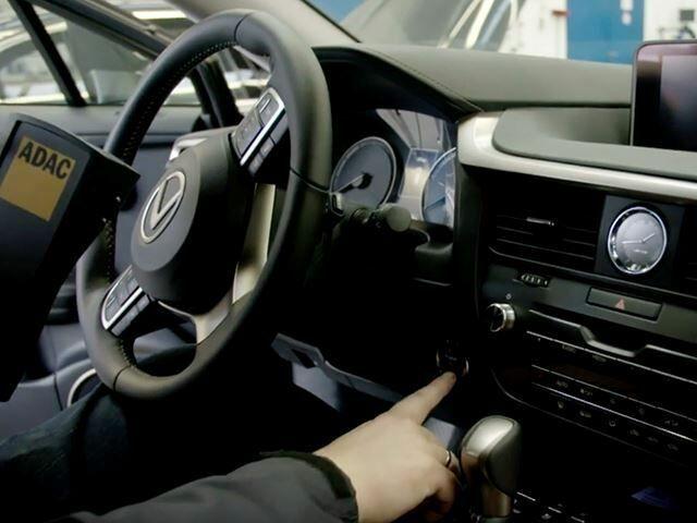 Pencuri Terjebak Di Mobil Pintar 2
