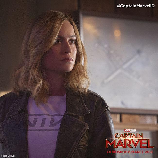 Inside Captain Marvel 90s 8cf18