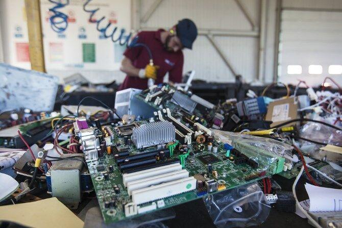 layanan daur ulang perangkat komputer