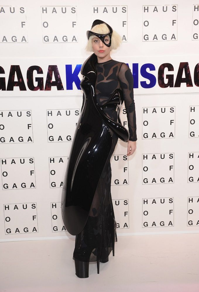 Kostum Canggih Lady Gaga 3