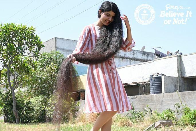 Rambut Terpanjang Nilanshi Patel C2422