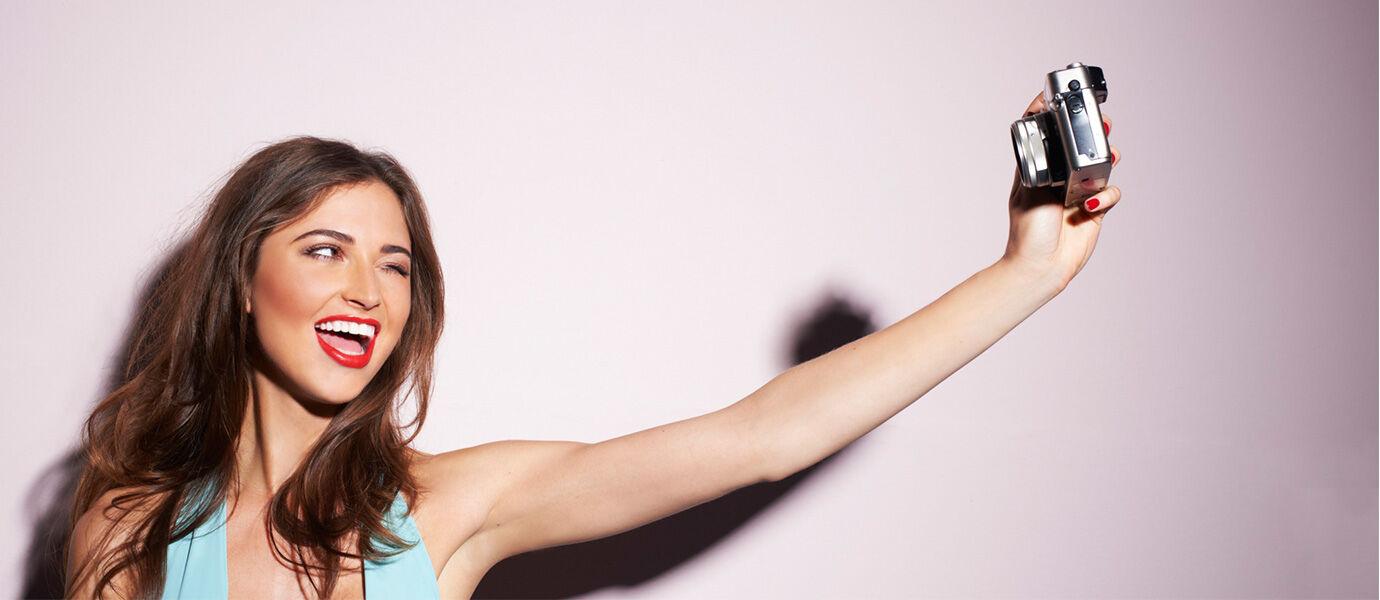 5 Gaya Pengguna Gadget Doyan Selfie Paling MAINSTREAM Saat Ini