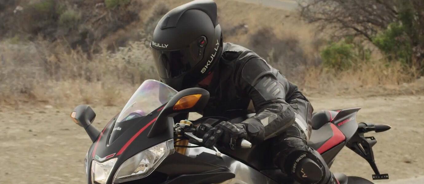 7 Smart Helm Ini Bisa Bikin Pengguna Helm Biasa Minder