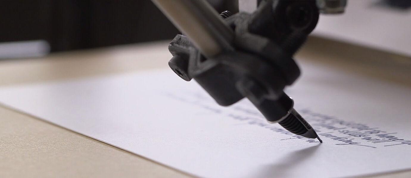 Bond, Si Robot Canggih dengan Tulisan Tangan yang Indah