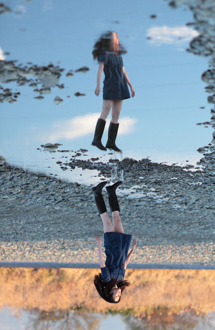 Refleksi Dalam Genangan Membuatnya Seperti Terbang