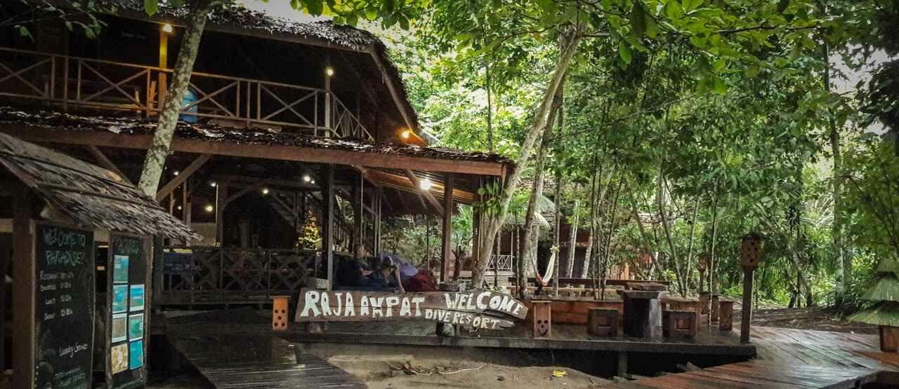 Dive Resort Milik Nadine Chandrawinata 107a9