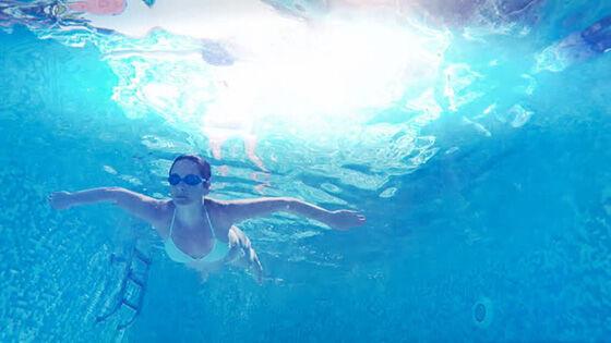 15 Foto Orang Berenang