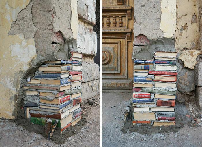 Tak Punya Batu Bata Buku Lama Pun Jadi Tapi Sayang Juga Sih