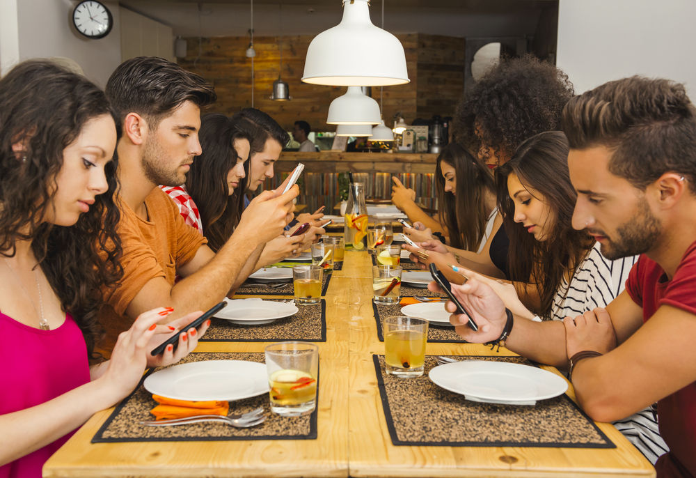 Bahaya Kecanduan Smartphone Bagi Orang Dewasa