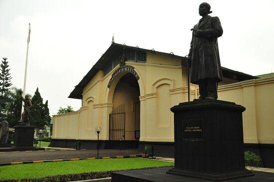 Tempat Wisata Sejarah Di Bogor 6