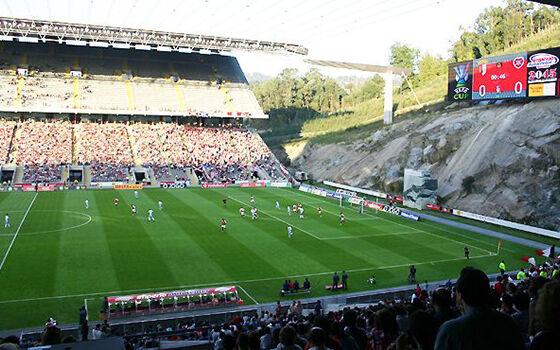 Stadion Sepak Bola Unik Dunia 1 F6cb5