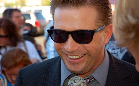 Aktor Yang Memiliki Banyak Hutang Stephen Baldwin D430f