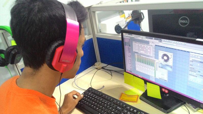 Headphone Vs Headset Vs Earphone 3