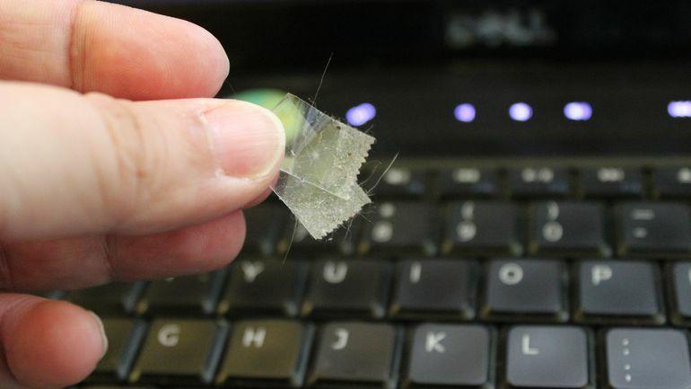 foto-cnet-bersihkan-keyboard-dari-debu
