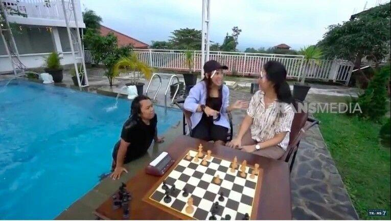 Kolam Renang Irene Sukandar 7170f