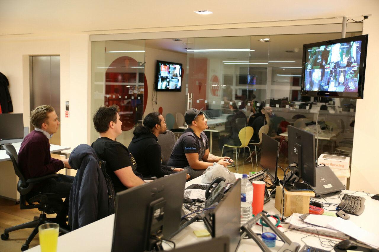 Gaming Di Kantor F4144