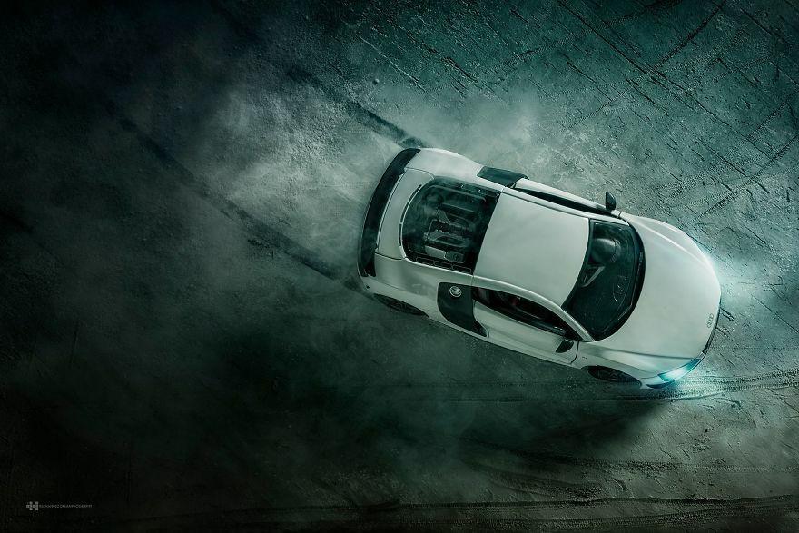Audi R8 Difoto Dengan Mobil Mainan 2