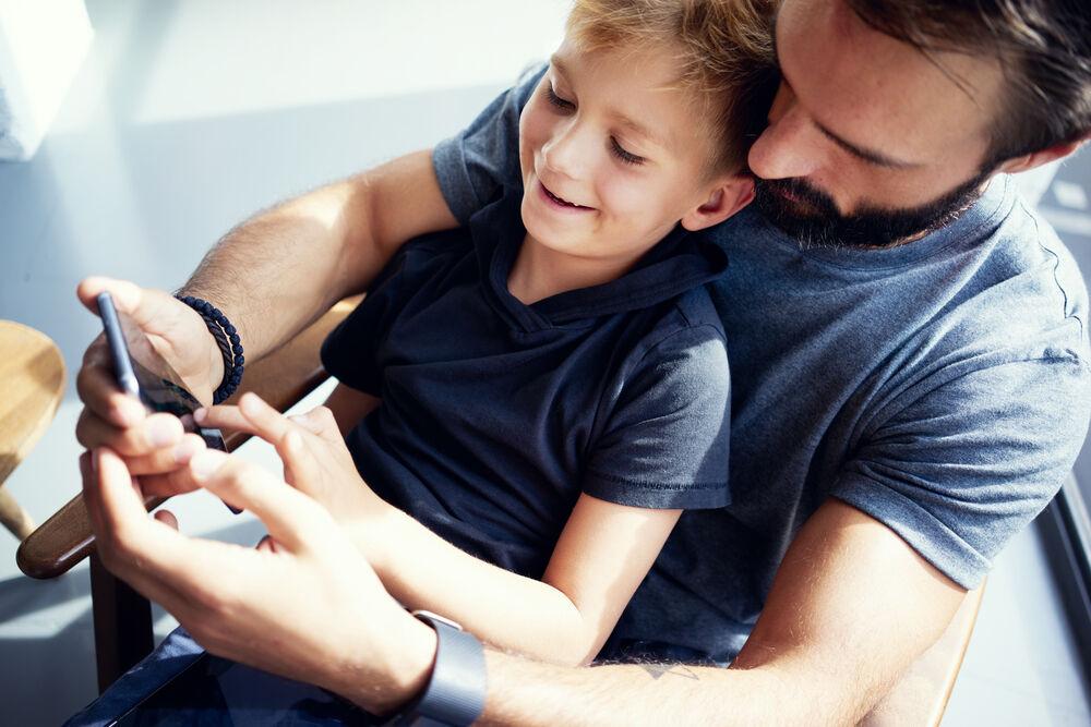 Awasi Penggunaan Smartphone Anak Anak