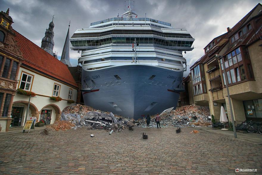 Ngeri Nggak Bor Kalau Tiba Tiba Ada Kapal Laut Terdampar Di Kota