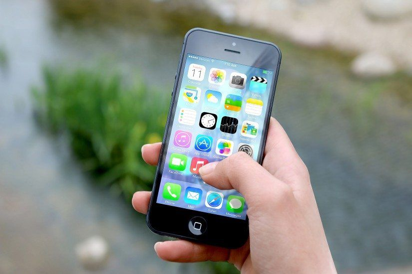Apple Apps Hand 3510 825x550