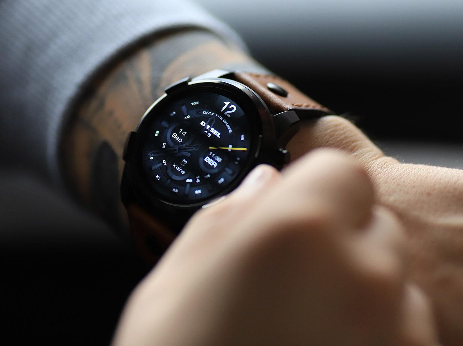 Smartwatch Headerleft Men 7b188