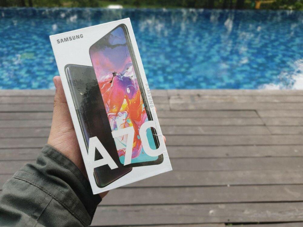 Unboxing Samsung Galaxy A70 01 Edba0