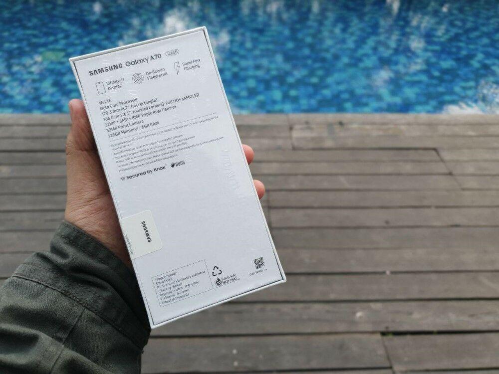Unboxing Samsung Galaxy A70 02 B01ad