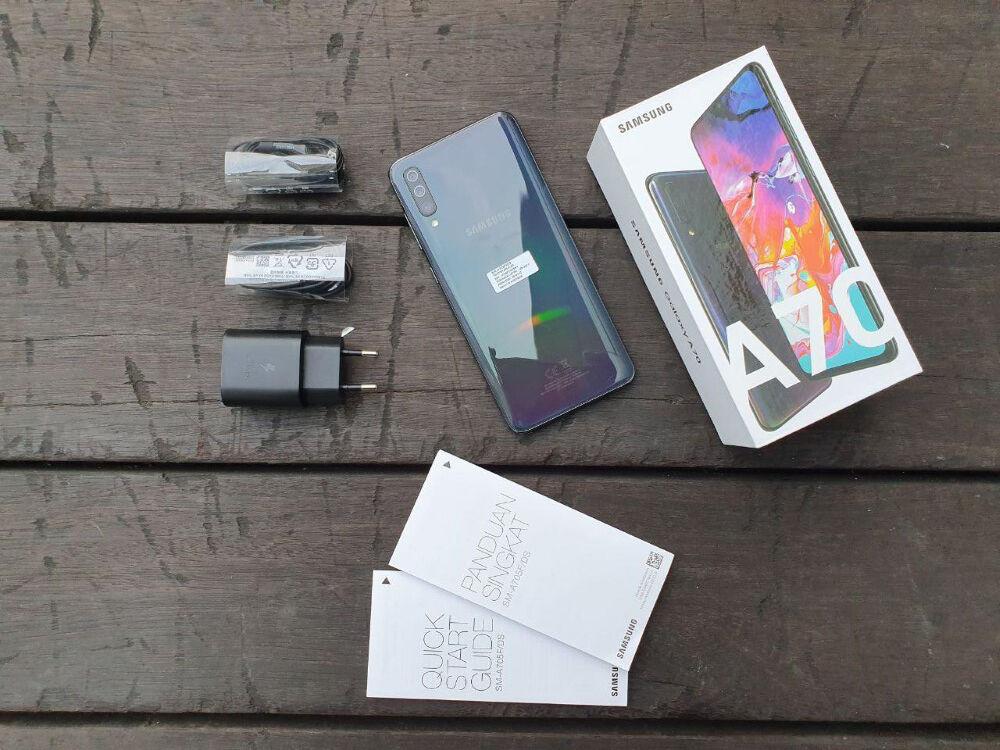 Unboxing Samsung Galaxy A70 05 2171b