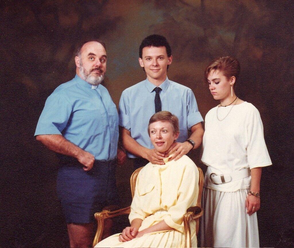 10 Foto Keluarga Yang Terlihat Kacau 5