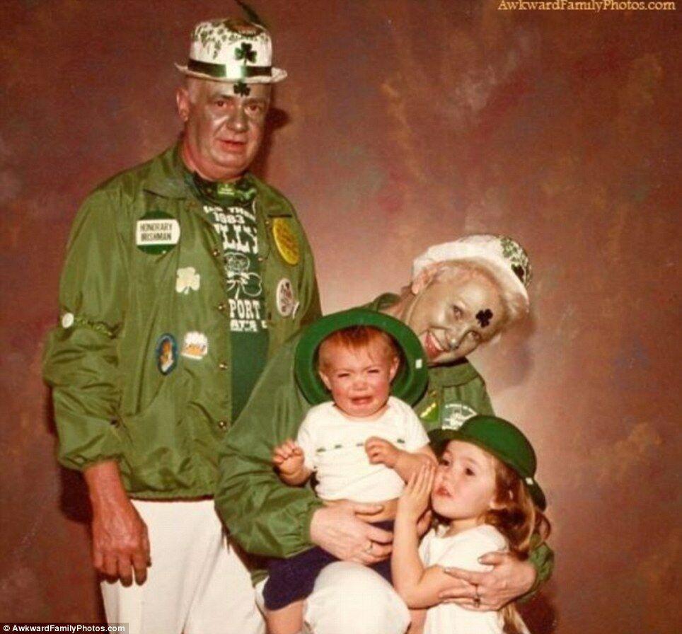 10 Foto Keluarga Yang Terlihat Kacau 3
