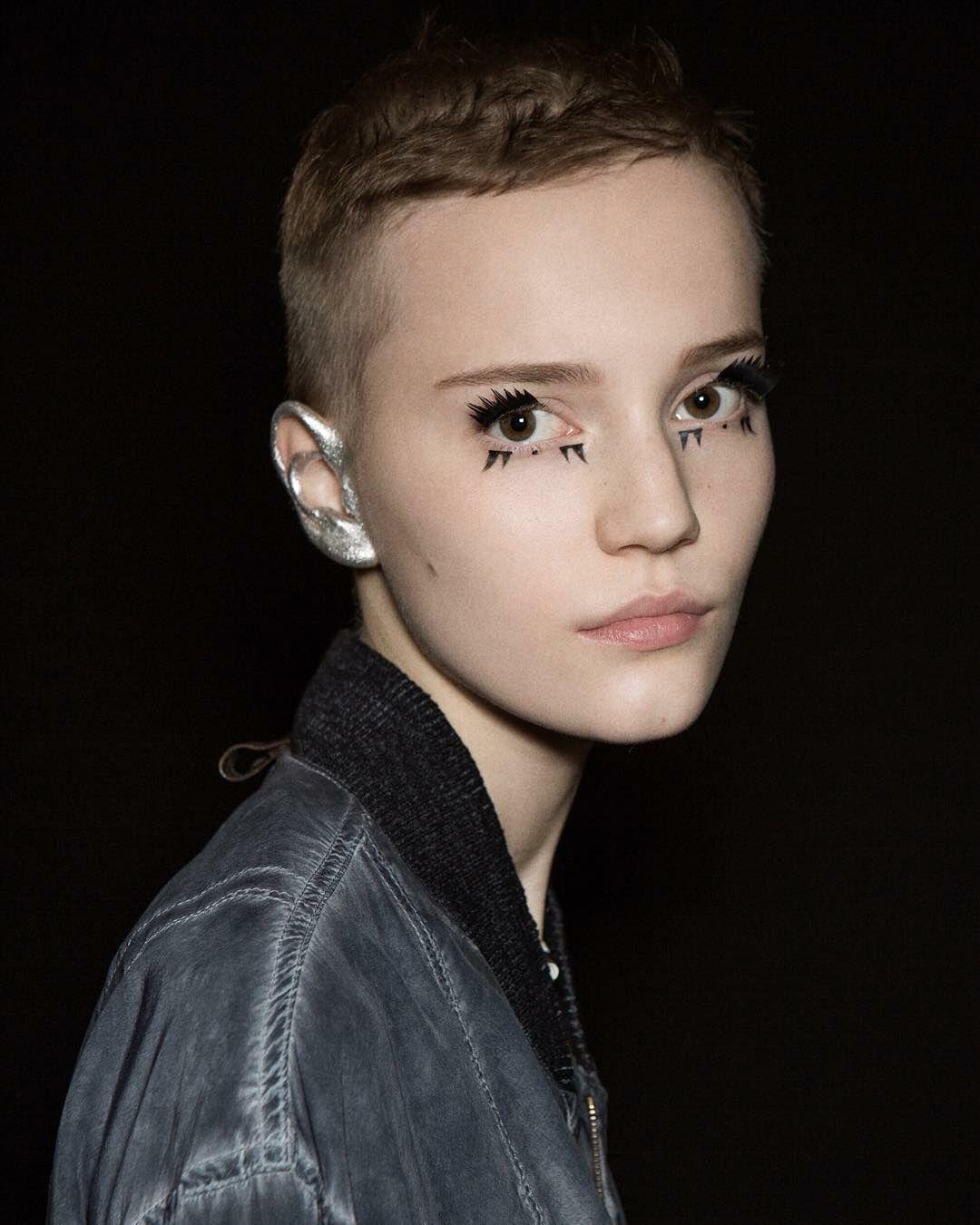 Ear Makeup 4