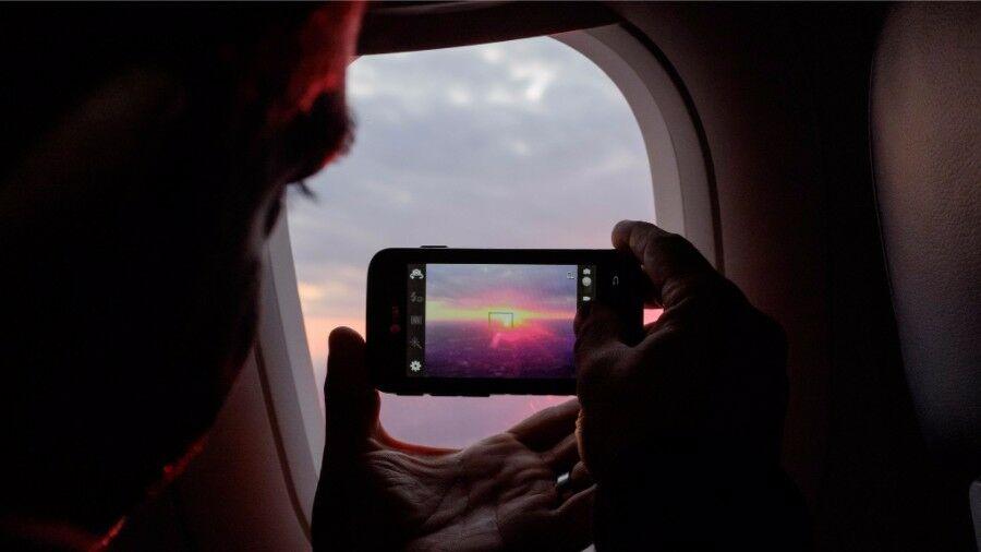 smartphone di pesawat